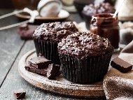 Рецепта Шоколадови ванилови мъфини с течен шоколад нутела в центъра (по средата)